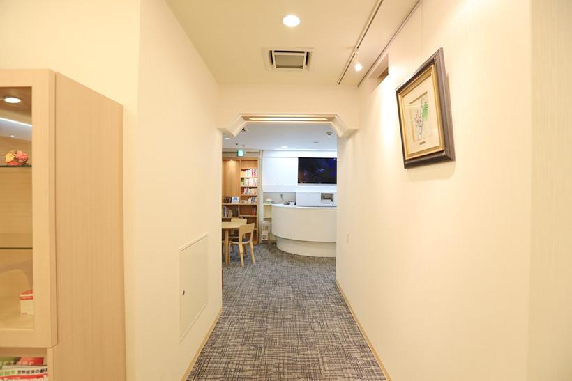 待合室 トンネル